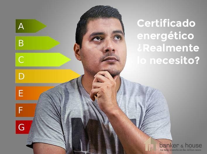 Hombre dudando sobre si necesita el certificado energético para vender su casa.