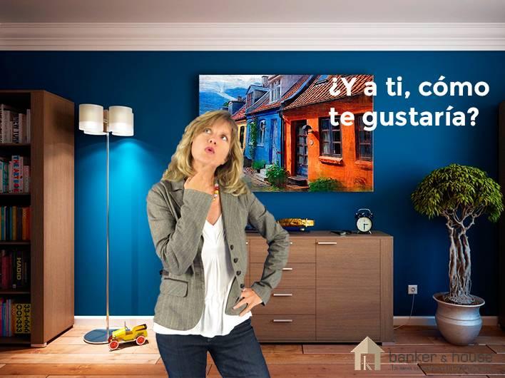 Chica visualizando su gusto en decoración sobre la vivienda que está visitando.