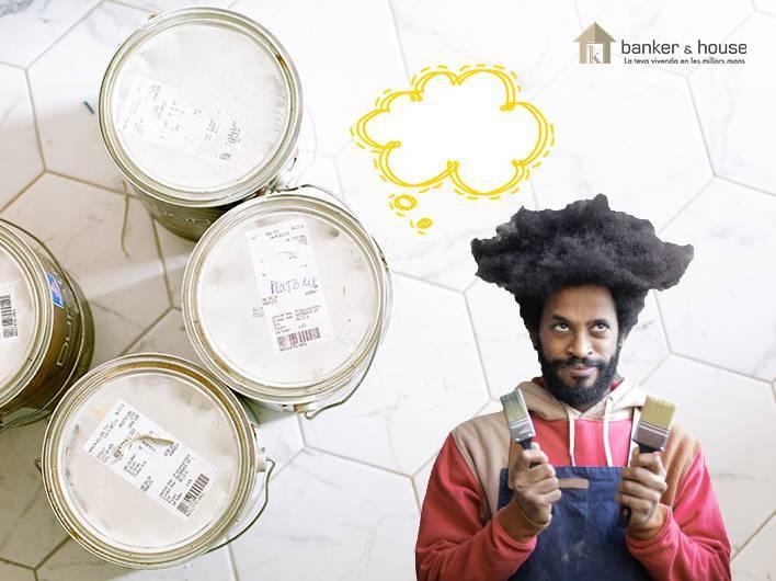 Pintor pensando que color elegir para revalorizar tu hogar.